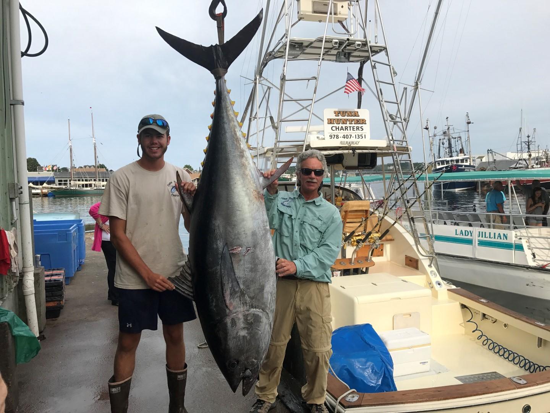 Tuna Hunter 800lb Bluefin